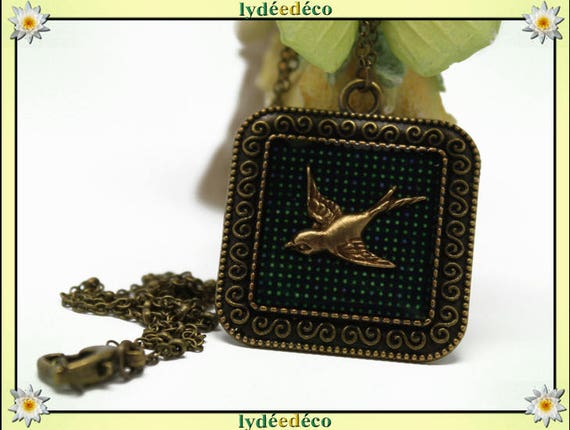 Necklace vintage retro bird green dots retro resin and brass Locket 25mm Locket