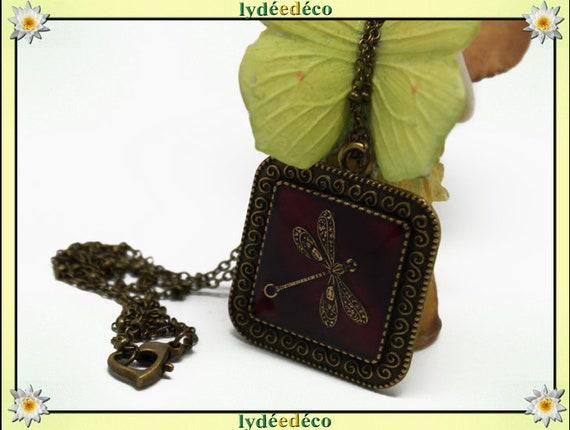 Necklace retro resin Dragonfly Medallion Black and red retro vintage brass bronze Locket 25mm