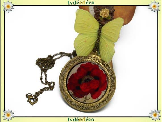 Necklace photo retro vintage resin poppy red beige black brass Locket 45 mm diameter