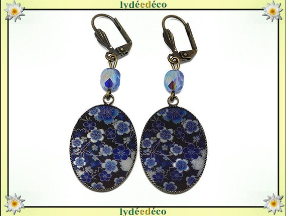 Retro earrings cabochon sakura resin flower Japan blue white black resin beads bronze faceted 18 x 25mm