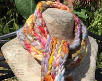 Sundowner écharpe Ultra épaisse tricot crocheté à la main Wrap Long foulard  en laine Luxe mélange de soie des couleurs vives coucher de soleil Audrey  ... 7bf13bdeef5