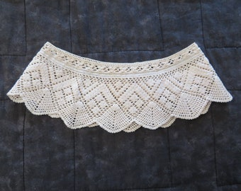 """Vintage round lace trim """"skirt"""",ecru, 6 inch diameter,3 inch wide,crocheted lace,crafts, sewing,trim,lampshade,decor,dolls"""