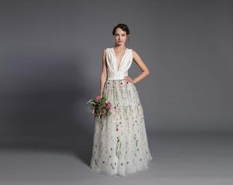 c13eee91236 Floral wedding dress