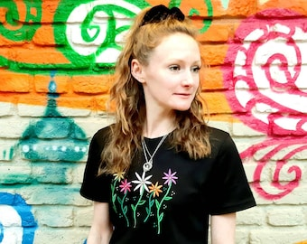 Embroidered Vibrant Daisy Cotton Tee