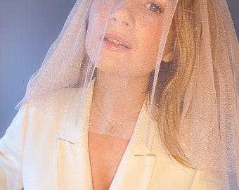 Short & Sweet Shoulder Sparkle Veil