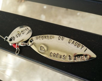 Hugs and fishes etsy personalized fishing lure hooked on daddy hugs and fishes fathers day gift negle Images