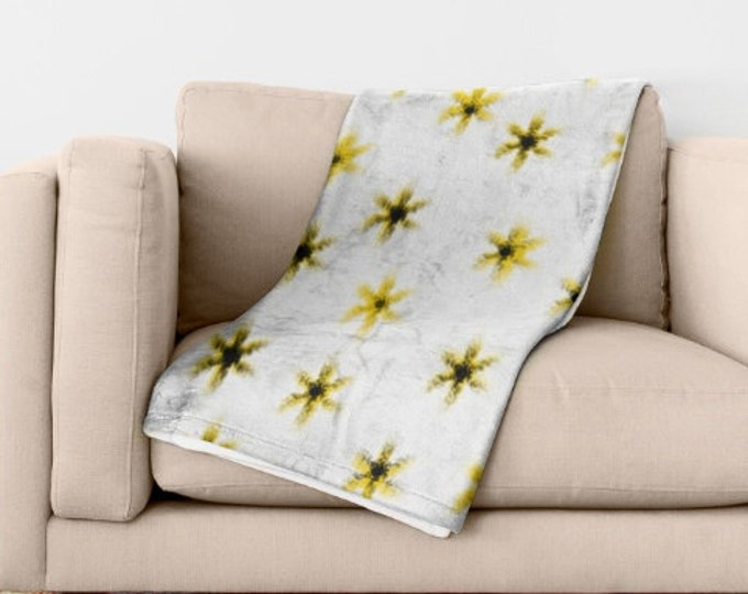 Daisy Soft Fleece Throw Blanket - Bedding - Daisy Flower Art - Fleece Throw Blanket - Made to Order