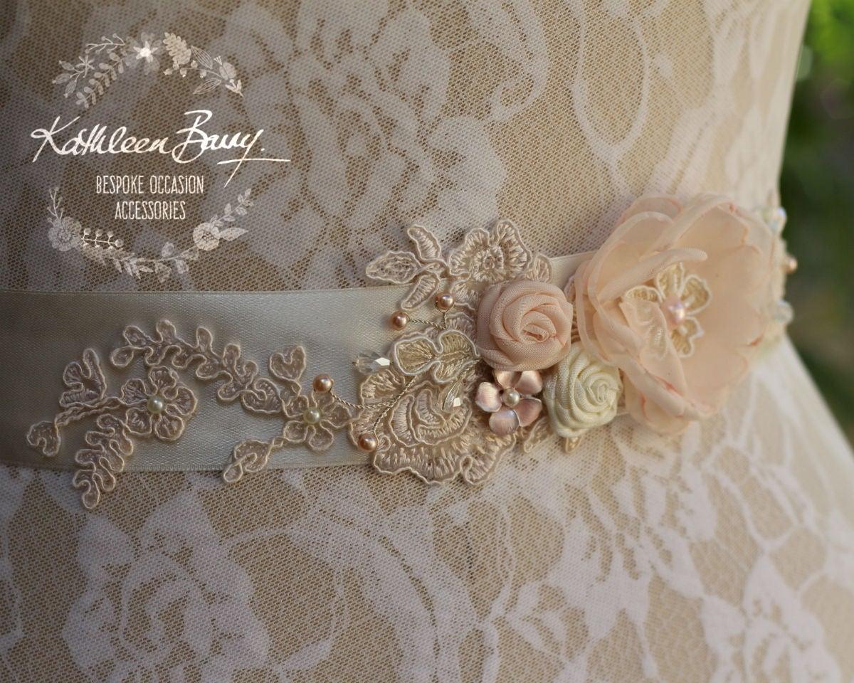 b998c1e082a0 Sposa abito fascia rosa cipria nuziale cintura floreale con