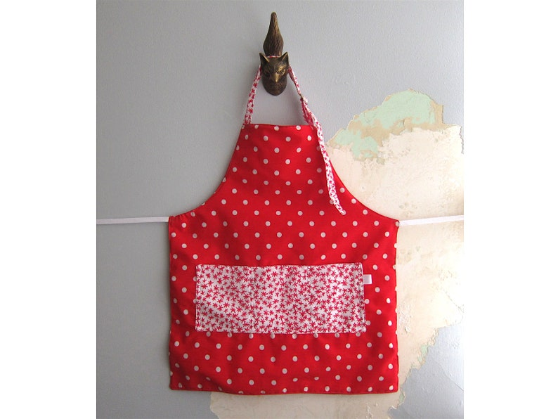 Toddler Apron with pockets  3-4 y.o.  Red white polka dots image 0
