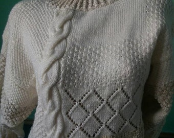 Pullover Hand-knitted pullover in off-white and beige