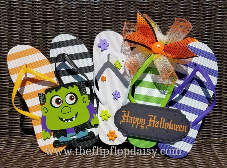 Cute  Happy Halloween  Flip Flop Row Wreath Beach image 0