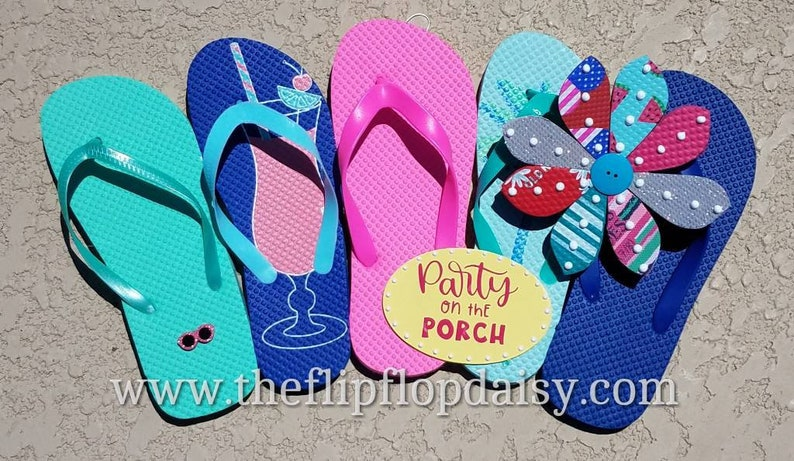 Adorable  Party on the Porch Flip Flop Row Wreath image 0