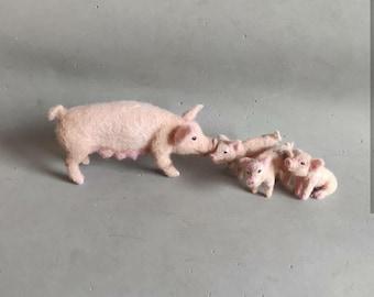 Needle Felted pigs- pig family- baby pig -Nativity set-needle felt-Christmas decoration-doll house farm miniature animals 1:12 scale