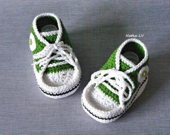 Green baby booties, baby crochet sneakers, baby green booties, baby shoes, grass green booties, baby boy foot wear, newborn unisex booties