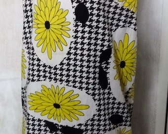 Vintage 60s Daisy and Houndstooth Shift Dress