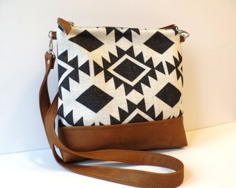 Handbag Crossbody purse Shoulder bag Vegan leather bag Casual purse Black and brown Boho style Brushstroke print Crossbody bag