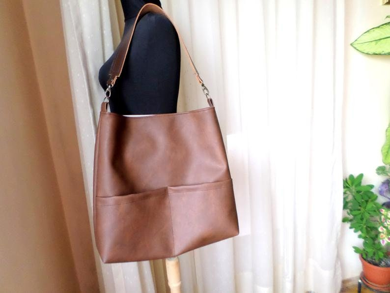 Vegan leather hobo bag with real leather handle Cognac bag Casual shoulder bucket bag Leather tote bag Honey brown bag Toffee brown bag