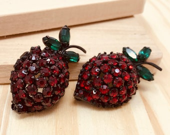 Warner Red and Green Rhinestone Black Strawberry Brooches (vintage retro 50s 60s fruit signed pair set food figural pretty sparkle berry)