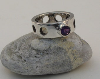 Solid Sterling Silver Facetted Amethyst Circle Ring Size 6