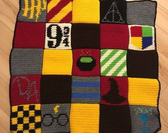 Pieces by polly hogwarts quilt with crest harry potter inspired