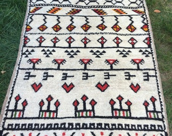 Vintage Berber Mountain Rug. Unique. Hand woven. 100% Lambs Wool Moroccan Rug.