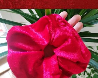 Medium Scrunchie Red Panne Velvet