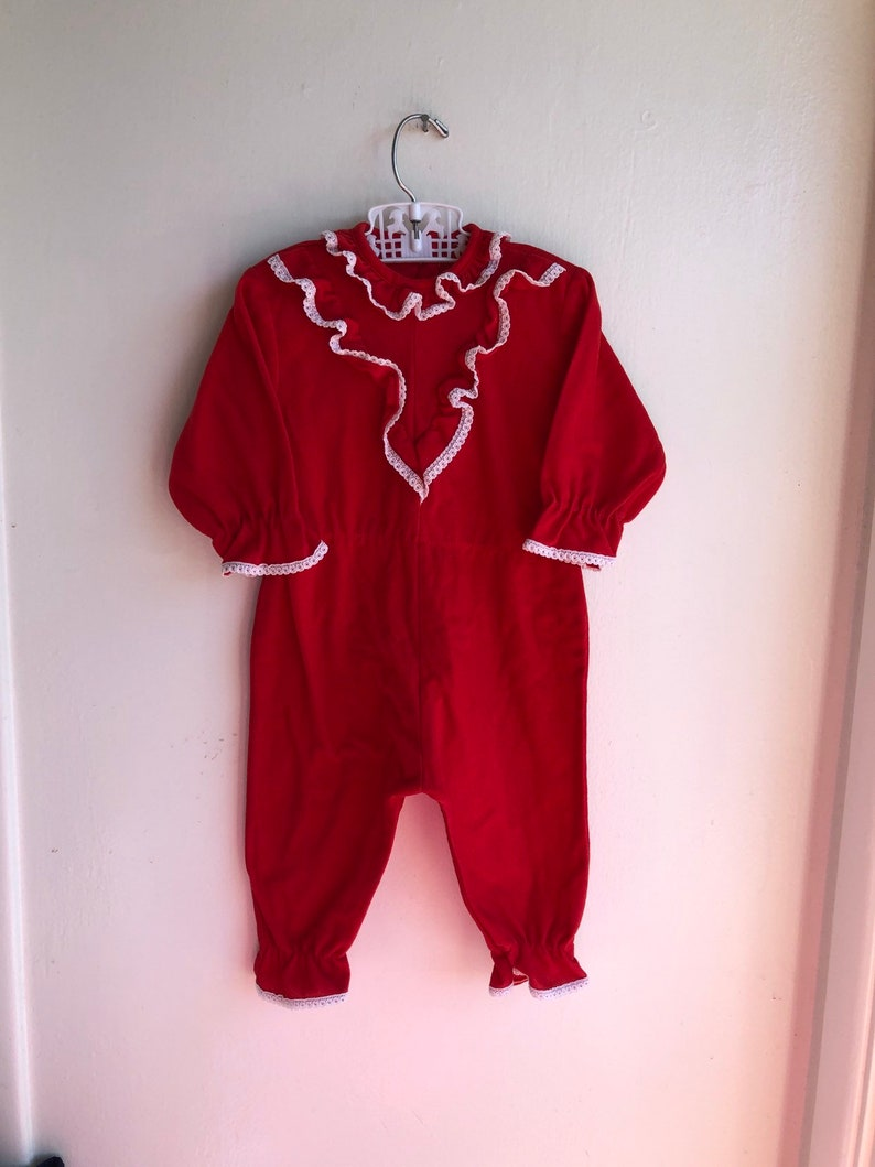 88b9c4772f19 Vintage red sleeper Holiday Christmas sz 6-12M