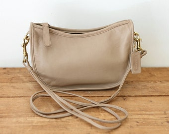 Vintage COACH Beige Purse / Sand Crescent Swinger Shoulder Bag/ Coach Handbag 0430-11