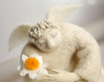 Needle Felted Angel - Dreamy Angel With A Daisy - Art Doll - Guardian Angel - Cupid Angel - Spring Decor - Handmade - Wool - White - Fiber