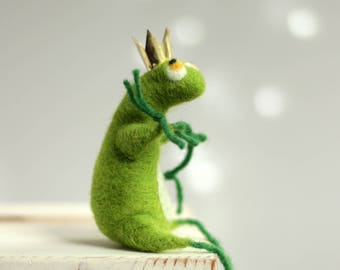 Needle Felted Frog With A  Crown - The Frog Prince - Art Doll - Gift Idea - Summer Decor - Needle Felt Animals - Handmade - Wool - Green