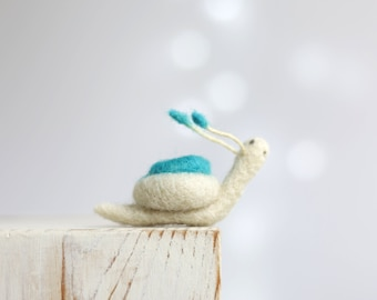 Needle Felted Snail - Needle Felt Animal - Blue Baby Snail - Snail Miniature - Spring Decor - Gift For Her - Art Doll - Home Decor - Wool