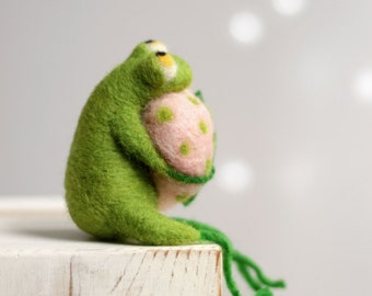 Needle Felted Frog - Little Needle Felt Green Frog With A Pink Heart - Spring Home Decor - Needle Felt Animals - Frog Miniature - Blush Pink