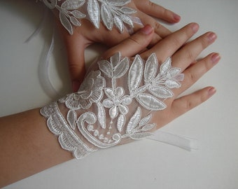 Ivory Lace bridal gloves, White lace fingerless gloves, Wedding gloves leaf and flower Bridal ivory gloves