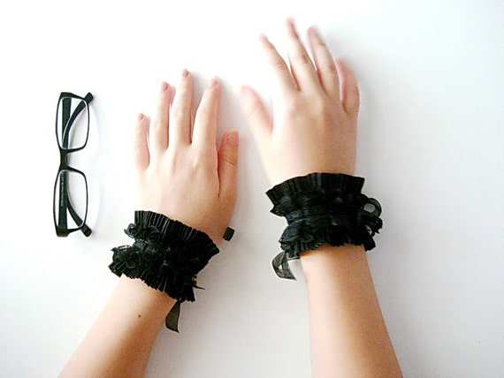 Black cuffs lace bracelets cuffs wristbands glamour burlesque gothic romantic vampire bracelets costume jewelry black goth cuff victorian 40