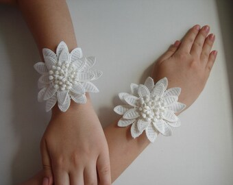 Large daisy flower wrist corsage, Bridal bridesmaid wedding pary flower cuffs, Bridal lace bracelet