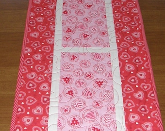 Valentines Day Quilted Table Runner, Table Runner Quilt Valentines Day, Pink Red White Valentines Table Runner, Pink Red Hearts Table Runner