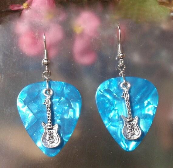 GUITAR PICK EARRINGS BLUE ROCK /& ROLL EARRINGS /& MINI GUITARS SILVER WIRES NEW!
