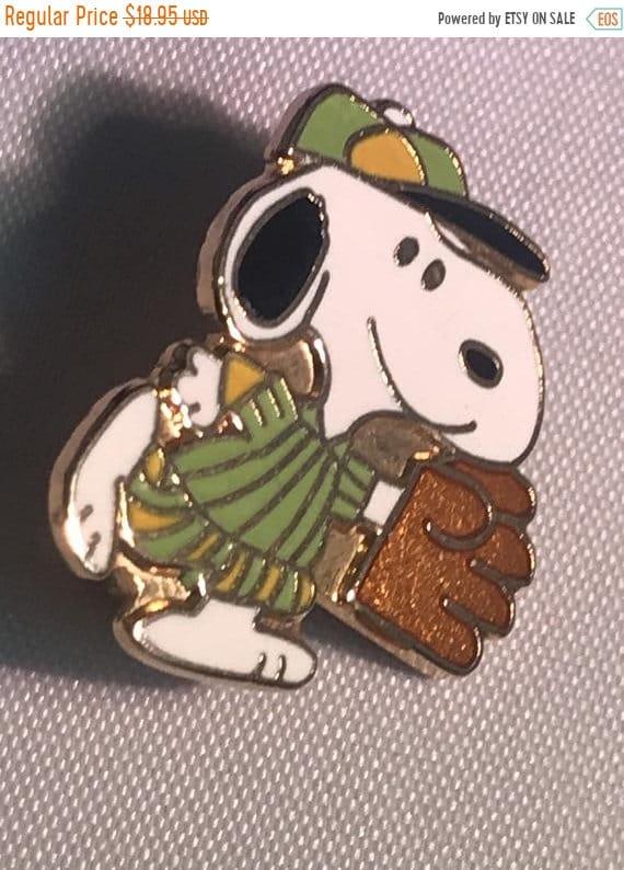 FALL SALE Vintage Snoopy Pin Aviva Baseball Snoopy