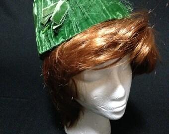 Vintage 1950's Green Velvet Pill Box Hat   (LDT1)