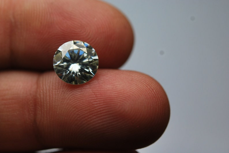 Super-FINEST,Moissanite Diamond,Clear Round 7.60mm 1.5 Carats
