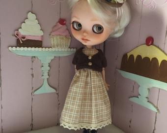 Vestido, rebeca y tocado para muñeca Blythe + REGALO MALETITA Y MANIQUÍ