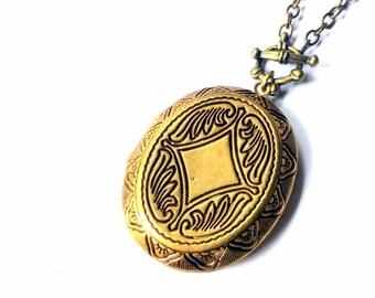 Ornate Oval Locket Necklace: vintage style keepsake pendant