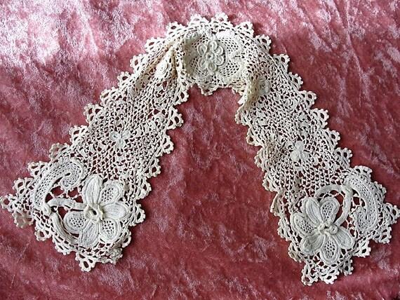 BEAUTIFUL Antique IRISH Crochet Lace, Lace Collar,