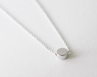 Tiny dot necklace - minimal