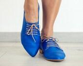 Flat royal blue oxford shoes, Polly jean.