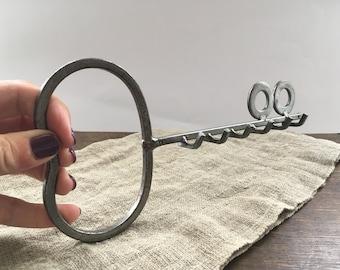 Vintage metal Key holder Rustic key hanger Iron Key Rack Key Wall Hanging
