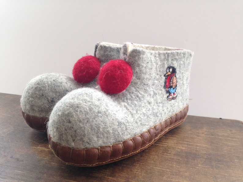 b606b8446655a Vintage kids felted wool slippers Gray felt slippers Handmade slippers Grey  red slippers Children House shoes
