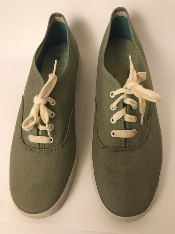 Vintage PF Flyers Tennis Shoe Size 7 1/2 Woman's C