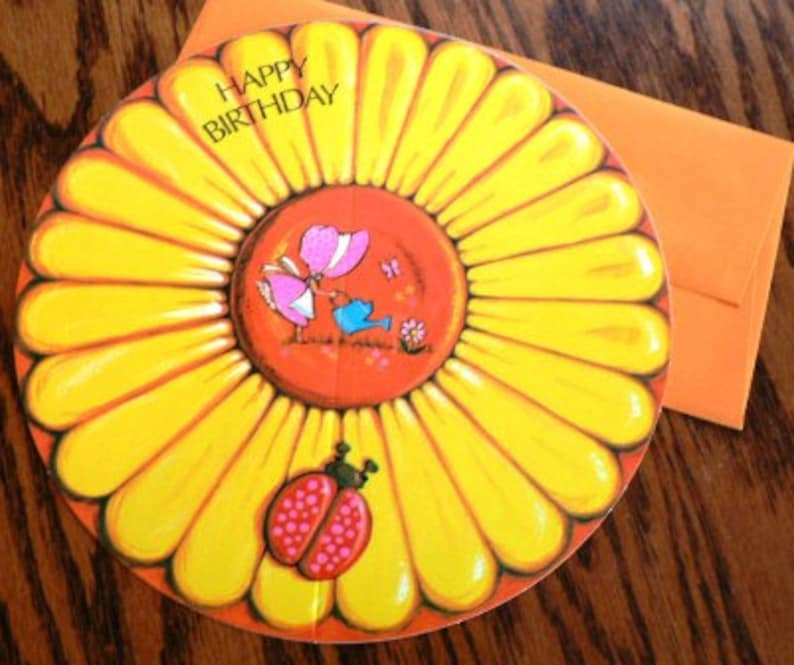 vintage cards ...  ROUND HAPPY BIRTHDAY large Daisy Card with image 0