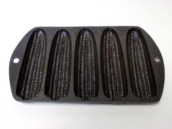 Vintage Cast Iron Cornbread Pan   5 stick